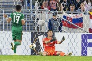 Momentka zo zápasu Slovan Bratislava - Wolverhampton, sklamaný brankár Dominik Greif.