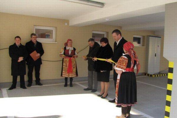 V Trenčianskej Teplej slávnostnej otvorili nájomnú bytovku.