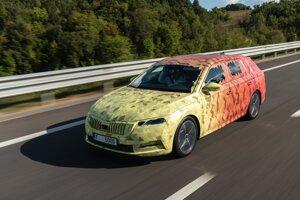 Nová Škoda Octavia Combi s maskovaním.
