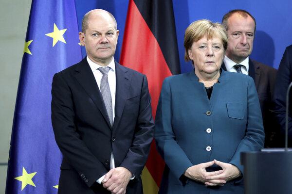 Nemecký minister financií Olaf Scholz a kacelárka Angela Merkelová.