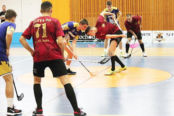 V rámci 2. ligy Stred sa uskutočnilo derby medzi domácim Mútnym a Žatvou Dolný Kubín.