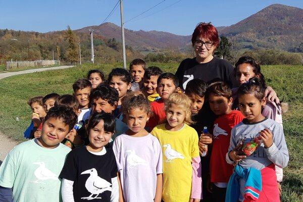 Učiteľka z Muránskej Dlhej Lúky získala ocenenie Biela vrana za prácu s rómskymi deťmi.