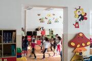 Materské školy budú musieť prednostne prijať deti, ktoré nastúpia na povinnú dochádzku do škôlky.
