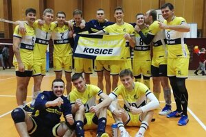 Radosť košických volejbalistov po víťaznom derby vo Svidníku vuplynulom kole.