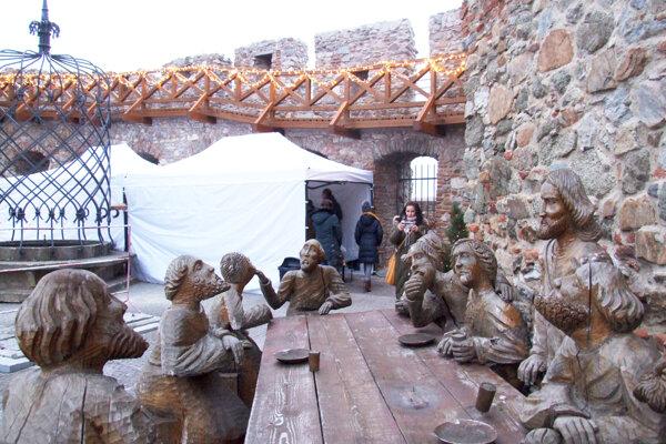 Posledná večera bola na nádvorí hradu do júna. Fotka je z minulých Vianoc.
