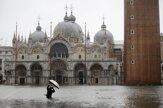 Benátky zaplavilo po silnom prílive (fotogaléria)