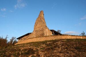 Veža Dolného hradu od juhovýchodu.