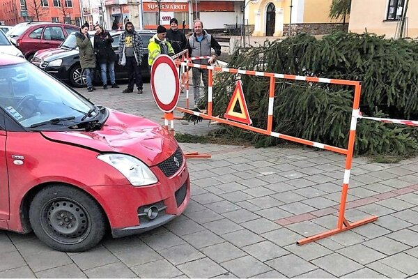 Vianočný strom na trstenskom námestí.