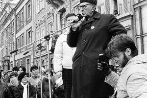 Profesor Rudolf Korec vystúpil na generálnom štrajku. Bol prvým porevolučným rektorom Univerzity P.J. Šafárika. Brat kardinála Jána Chryzostoma Korca.