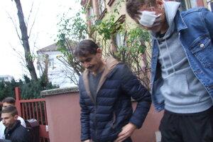 Aj Andreas bol účastníkom nehody. Dnes prišiel zapáliť kahanček pred školu.