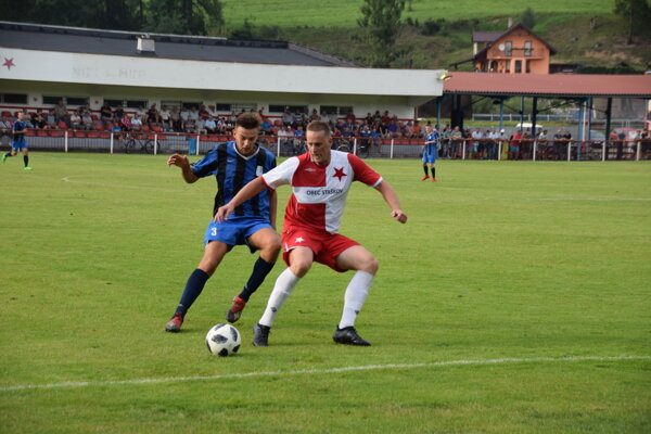 Tomáš Gavlák (vpravo) v súboji s protihráčom