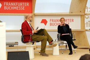 Na knižnom veľtrhu vo Frankfurte s návštevníkmi besedovala aj nórska spisovateľka Maja Lunde.