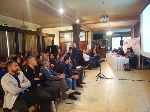 Účastníci diskusie.