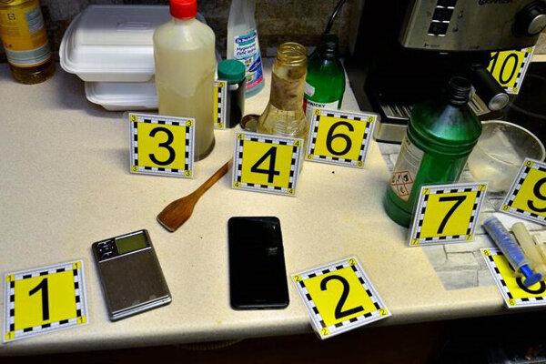 Polícia zaistila materiál, ktorý putoval na expertízne skúmanie.