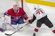 Carey Price (vľavo) a jeho zákrok proti Chrisovi Tierneyovi v zápase základnej časti NHL 2019/2020 Montreal Canadiens - Ottawa Senators.