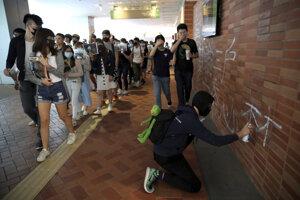 Sprejeri sú súčasťou hongkonských protestov.