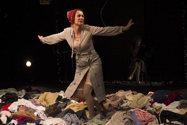 Mária Šamajová v hre Amália dýcha zhlboka.