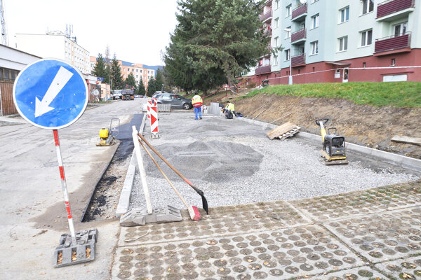 Výstavba parkoviska na sídlisku Brezovec.