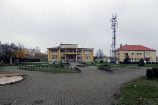 Námestie Istvána Dobóa v meste Veľké Kapušany (okres Michalovce), na ktorom sa 27. novembra 1989 Veľkokapušanci pridali ku generálnemu štrajku.