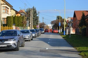 Na Rumanovej ulici značili parkovacie miesta.