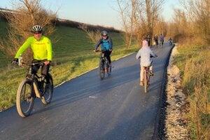 Časť cyklotrasy medzi Trenčínom a Brumovom je už hotová.