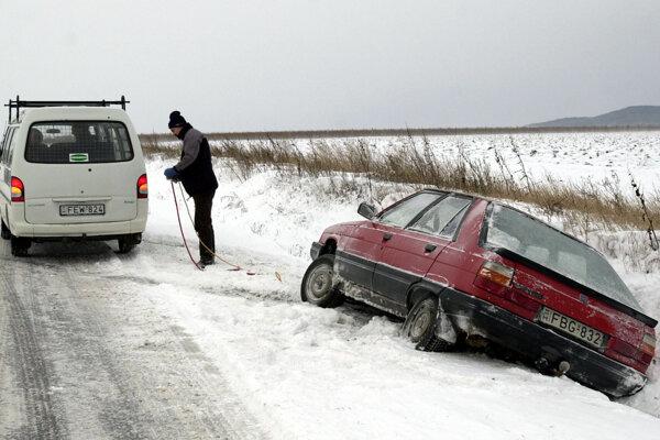 Sneženie skomplikovalo v Maďarsku dopravu.