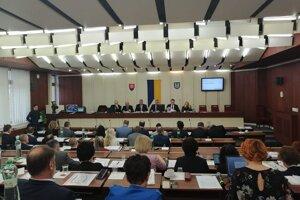 Michalovskí poslanci na novembrovom rokovaní.