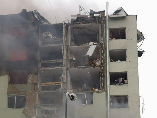 Horné poschodia sú úplne zdevastované.