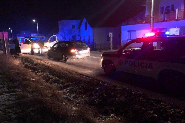 Zásah polície v nočných Harichovciach.