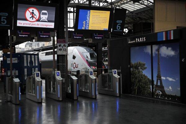Štrajkujú aj zamestnanci železníc.