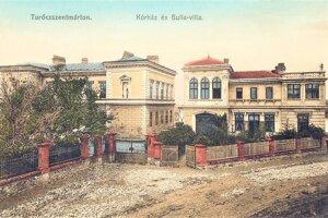 Bullova vila (vpravo) a prvý nemocničný pavilón.