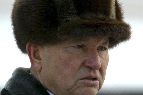 Na archívnej snímke z februára 2005 Jurij Lužkov.