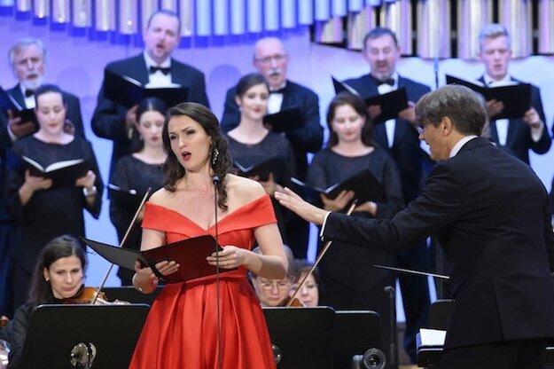 Slávka Zámečníková na  Adventnom koncerte v Bratislave.