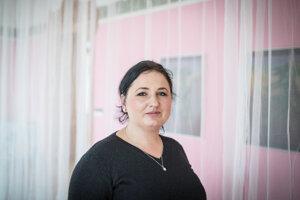 Ľudmila Kasaj Poláčková (36) na Trnavskej univerzite vyštudovala dejiny umenia. V rokoch 2007 až 2012 pracovala ako kurátorka v Galérii umenia Ernesta Zmetáka v Nových Zámkoch. Pôsobila aj ako riaditeľka Galérie Jána Koniarka v Trnave a neskôr ako učiteľka výtvarnej výchovy v základnej škole. Od augusta 2016 je kurátorkou Nitrianskej galérie. Pripravila výstavy Príbehy p(o) smrti, Fetiše súčasnosti a aktuálne Príbehy p(o) živote. V roku 2018 získala Cenu Martina Benku od Fondu výtvarných umení.