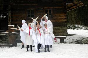 Takto predstavili Lucie v roku 2015 členky folklórneho súboru Račan Oščadnica v Skanzene Vychylovka.