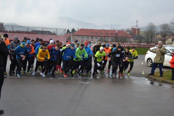 Na štarte 6. ročníka bolo viac ako šesťdesiat bežcov a bežkýň.