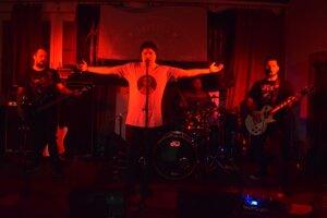 Ako prvá sa predstavila kapela Into the Zoid.