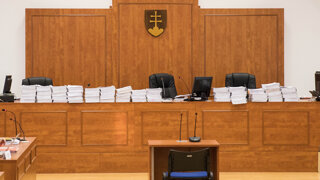 Policajti získali Threemu zákonne, rozhodol súd (audio)