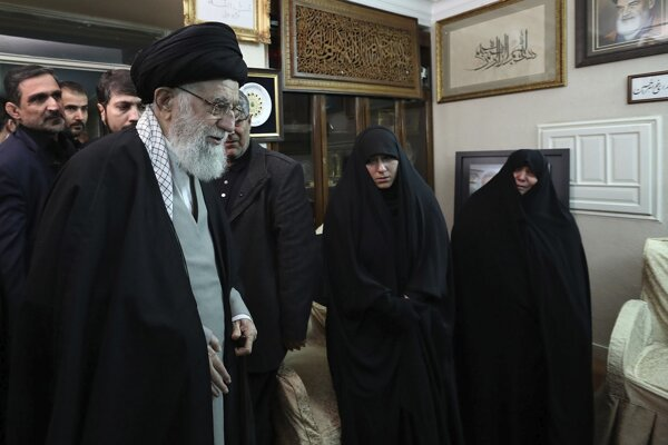 Najvyšší iránsky duchovný vodca ajatolláh Alí Chameneí.