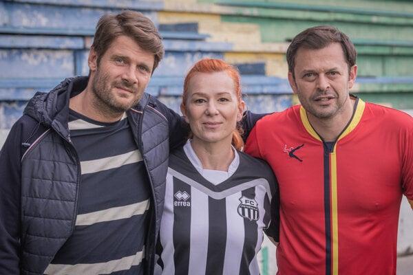 Trojica hrdinov seriálu Nový život. Zľava Dušan (Milo Kráľ), Lucia (Helena Krajčiová) a Pavol (Alexander Bárta)
