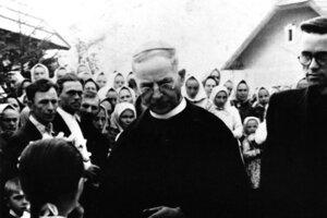 Ján Vojtaššák medzi ľuďmi.