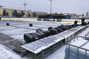 V Stropkove chystajú provizórnu ľadovú plochu.