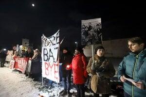 Protest pred kultúrnym strediskom.