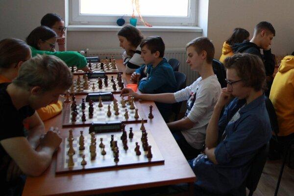 Dávid Slivka, Igor Šulgan, Matej Bulej a Eliška Machovčáková v akcii.