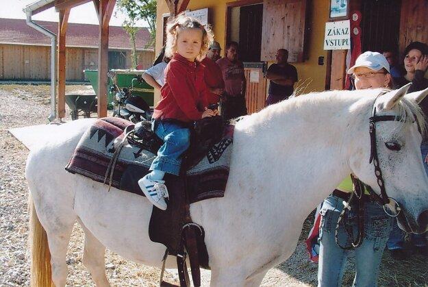 Carla Scholtzová si sadla na koníka už ako malé dieťa.