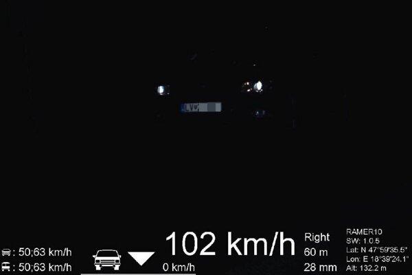 Policajti namerali vodiča, ktorý šiel rýchlosťou 102 km/h.
