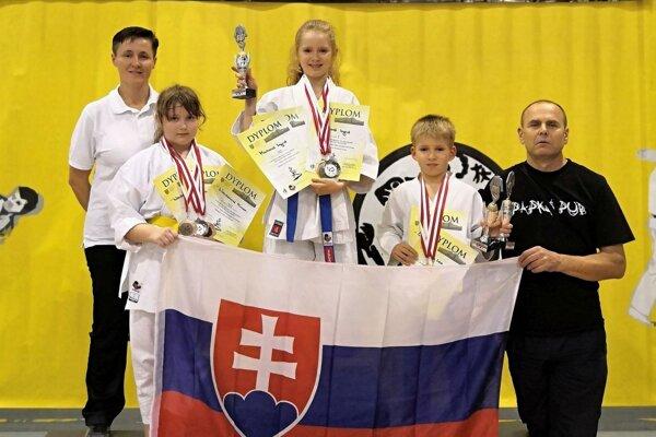 Zľava Ingrid Marková, Miriam Wenderlová, Ingrid Marková ml., Leo Cápay a Michal Rusnák.
