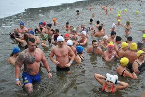 Na desiatom ročníku Zimného plávania otužilci prekonali rekord.