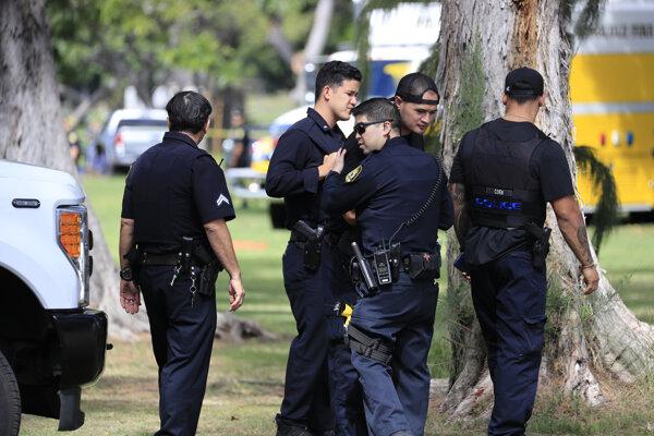 Policajti v Honolulu.