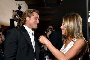 Brad Pitt a Jennifer Aniston počas SAG Awards 2020